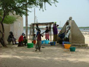 Un des 2 pts d'eau de Djirnda 15cfa la bassine